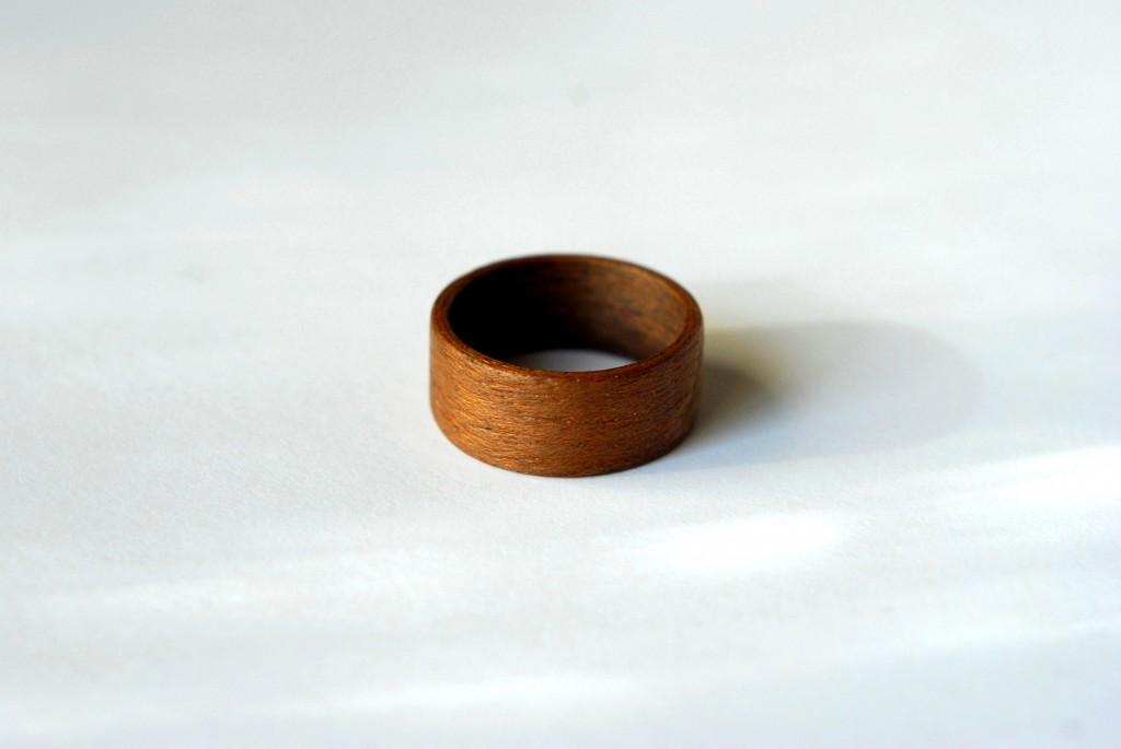 puust sõrmus